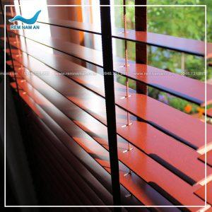rèm gỗ cửa sổ cao cấp trong phòng ngủ