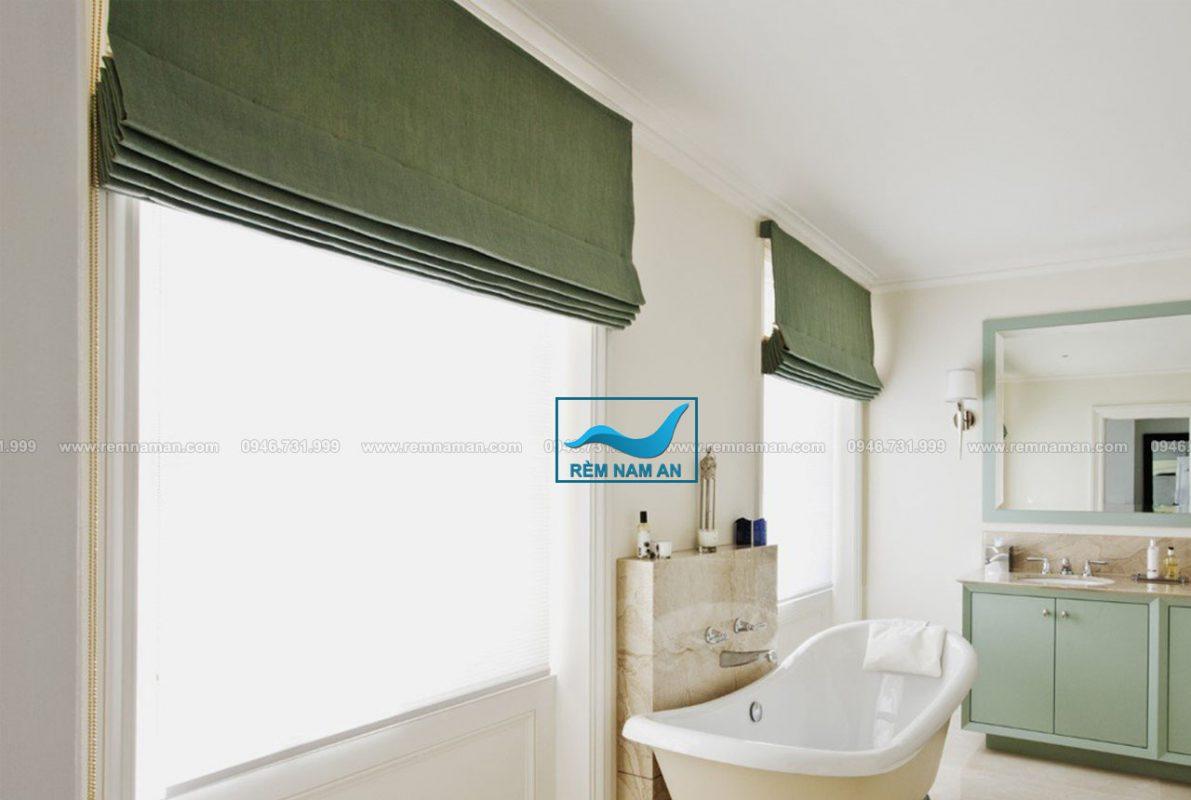 Rèm roman cửa sổ phòng tắm