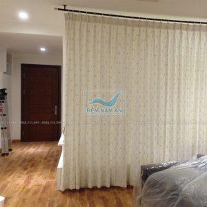Rèm ngăn phòng khách bằng vải