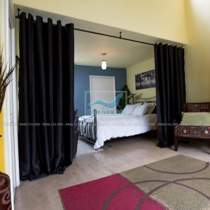 Rèm ngăn phòng ngủ và phòng khách bằng vải