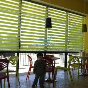 Rèm cầu vồng màu xanh lá cây tại quán ăn - nhà hàng