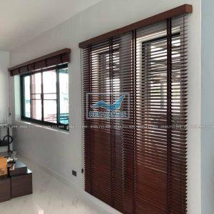 Rèm gỗ cửa chính