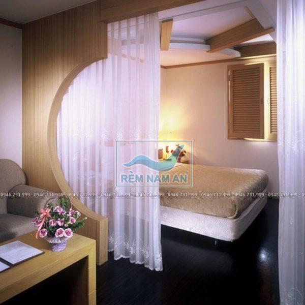 Rèm voan ngăn phòng khách và phòng ngủ