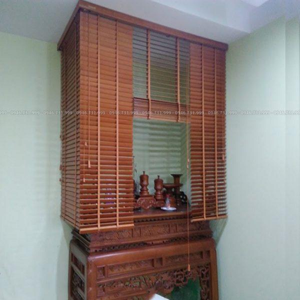 rèm gỗ che bàn thờ đứng