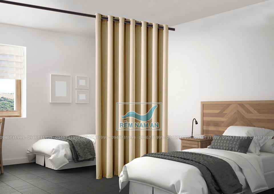 Dùng rèm làm vách ngăn giường ngủ