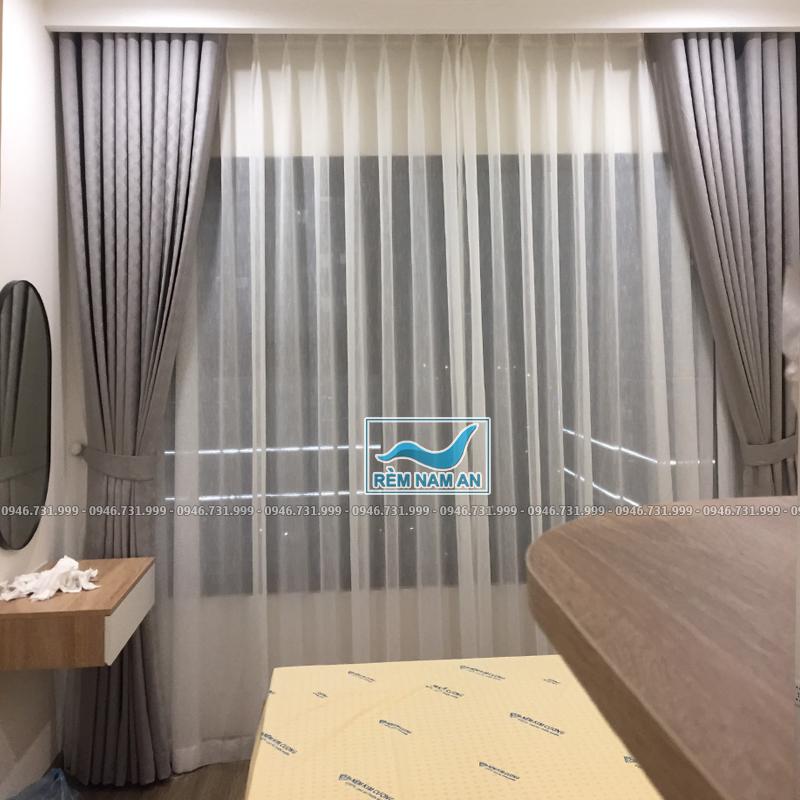 Rèm cửa sổ phòng ngủ vơ chồng màu ghi xám