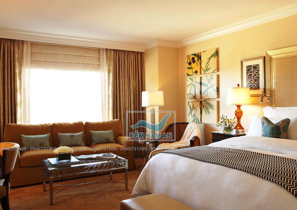 Rèm trang trí và hiệu ứng ánh sáng trong phòng