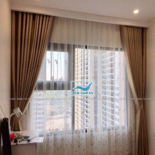 Rèm vải cửa sổ phòng ngủ của vợ chồng màu kem be