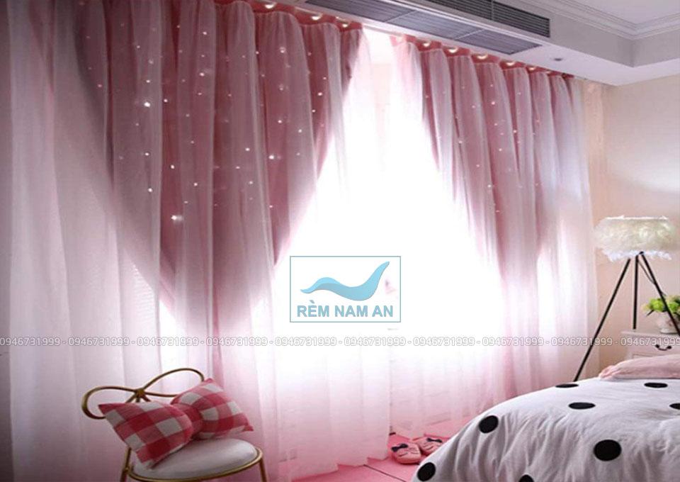 Rèm vải tuyn đính sao cho phòng bé gái