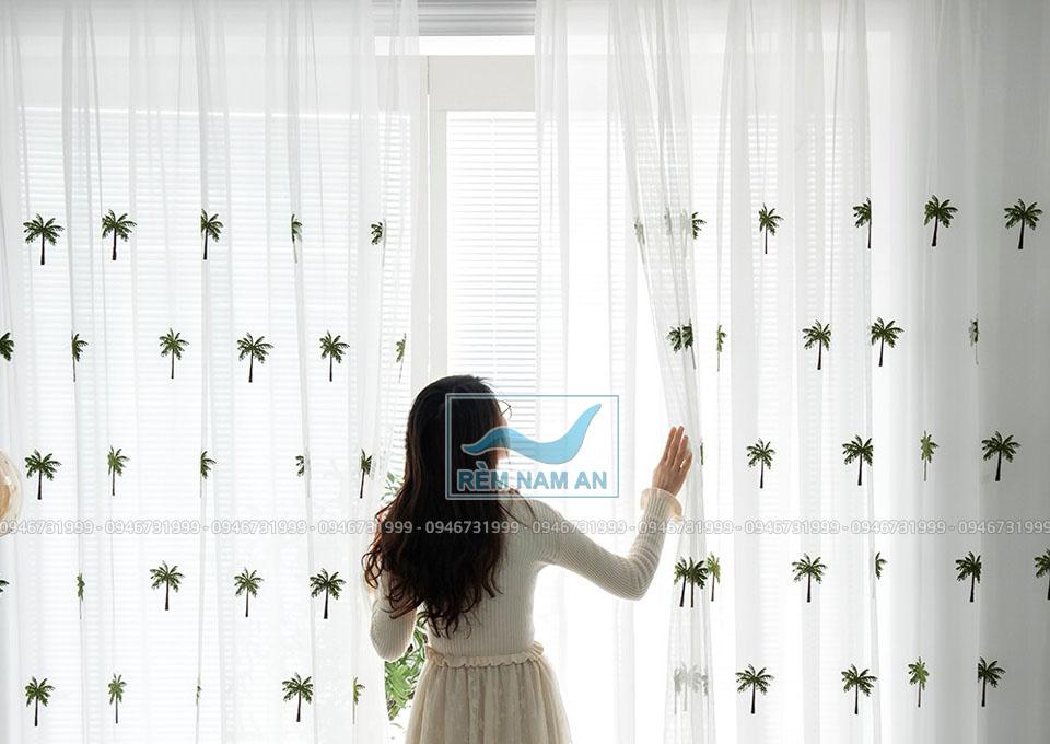 Rèm vải tuyn in tranh hoa phòng trẻ em